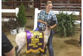 15-grandchampmarketlamb-medinacountyjrfair-elliesiedel